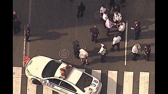 UPDATED (2:55pm): 2 killed, 9 injured in shooting near Empire State Building