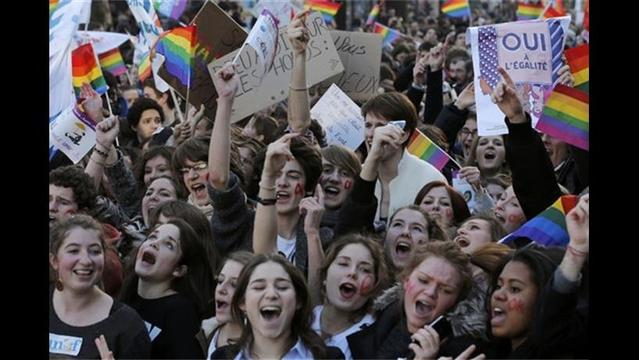 Thousands March in Support of Gay Marriage in Paris