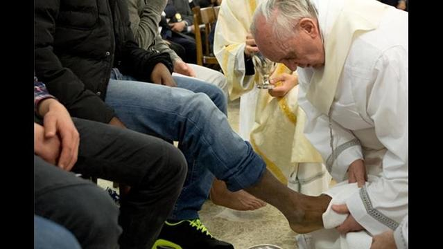 Pope Francis Washes Feet of Inmate