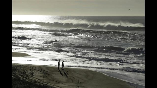 One Dead after Rogue Wave Washes Couple out to Sea North of San Francisco