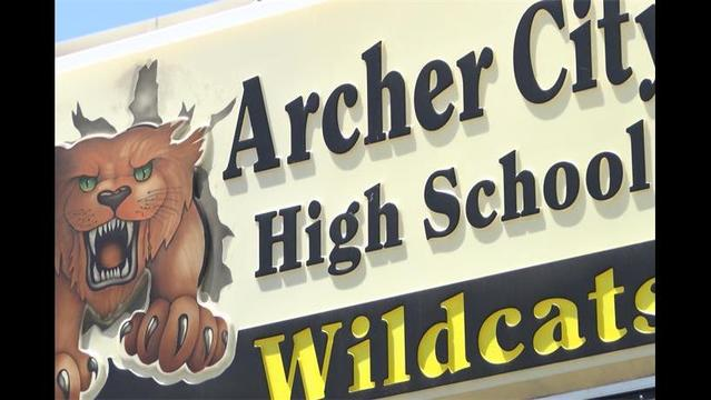 Archer City ISD Debates Allowing Teachers To Carry Concealed Handguns