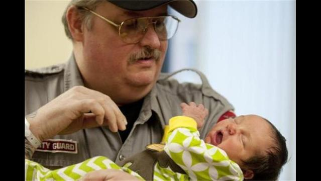 Woman Gives Birth to 10-Pound Baby after Going to Hospital for Hernia