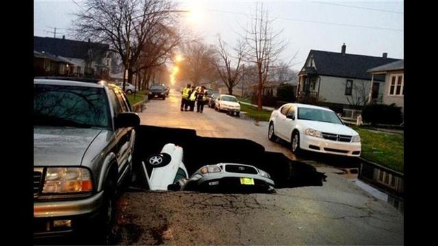 Sinkhole Swallows Three Cars in Chicago