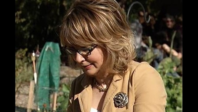 Gabby Giffords Sky Dives to Mark Shooting Anniversary