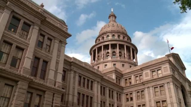 Judge strikes down Texas ban on common abortion procedure